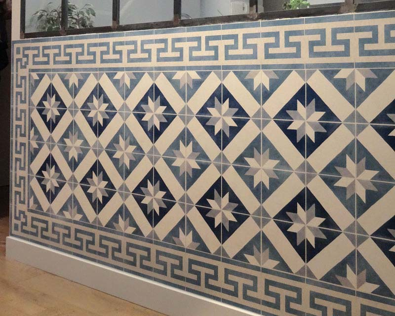 Scenic wallpaper mural antic ciment tiles papiers de paris for Carreaux de ciment mural