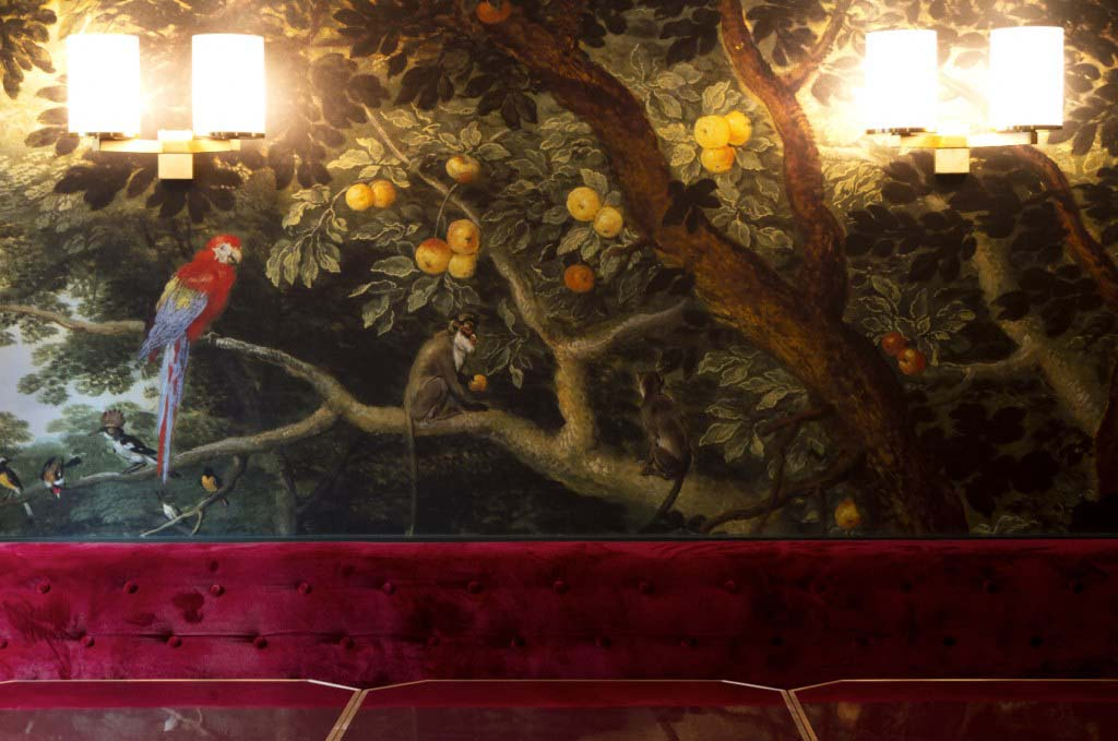 Exotic wallpaper decor for the parisian hotel